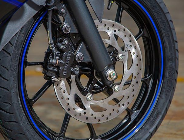 Yamaha YZF-R15 wheels