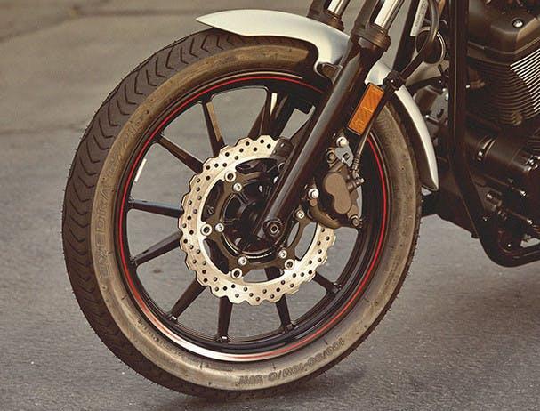 Yamaha Bolt R-Spec front disc brakes